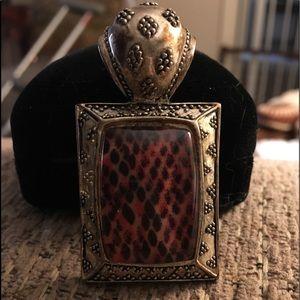 Jewelry - Silver snakeskin pendant